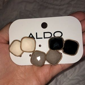 NWT Earrings Set